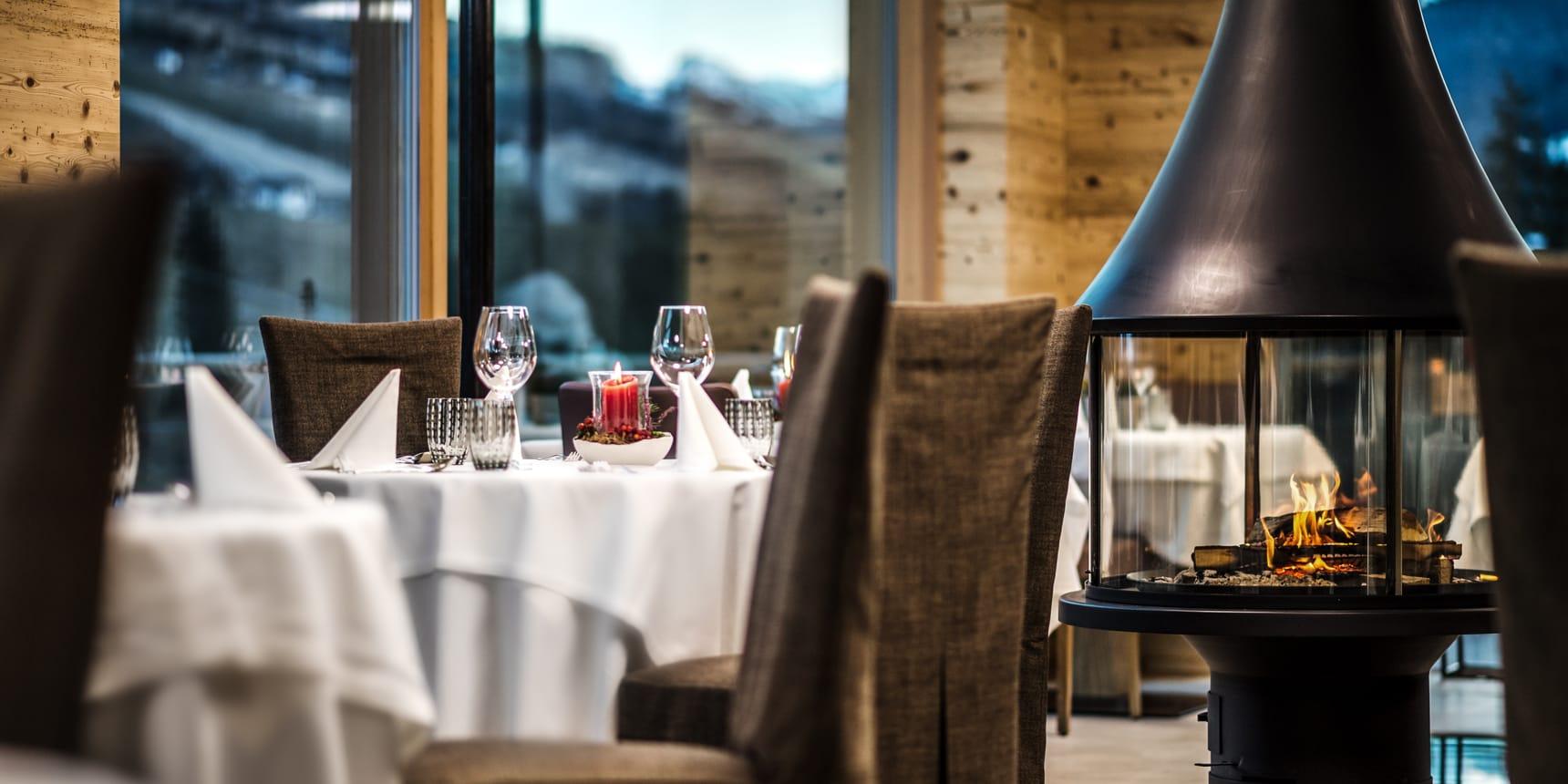 Gourmet hotel alta badia gran ander s for Sala pranzo con caminetto