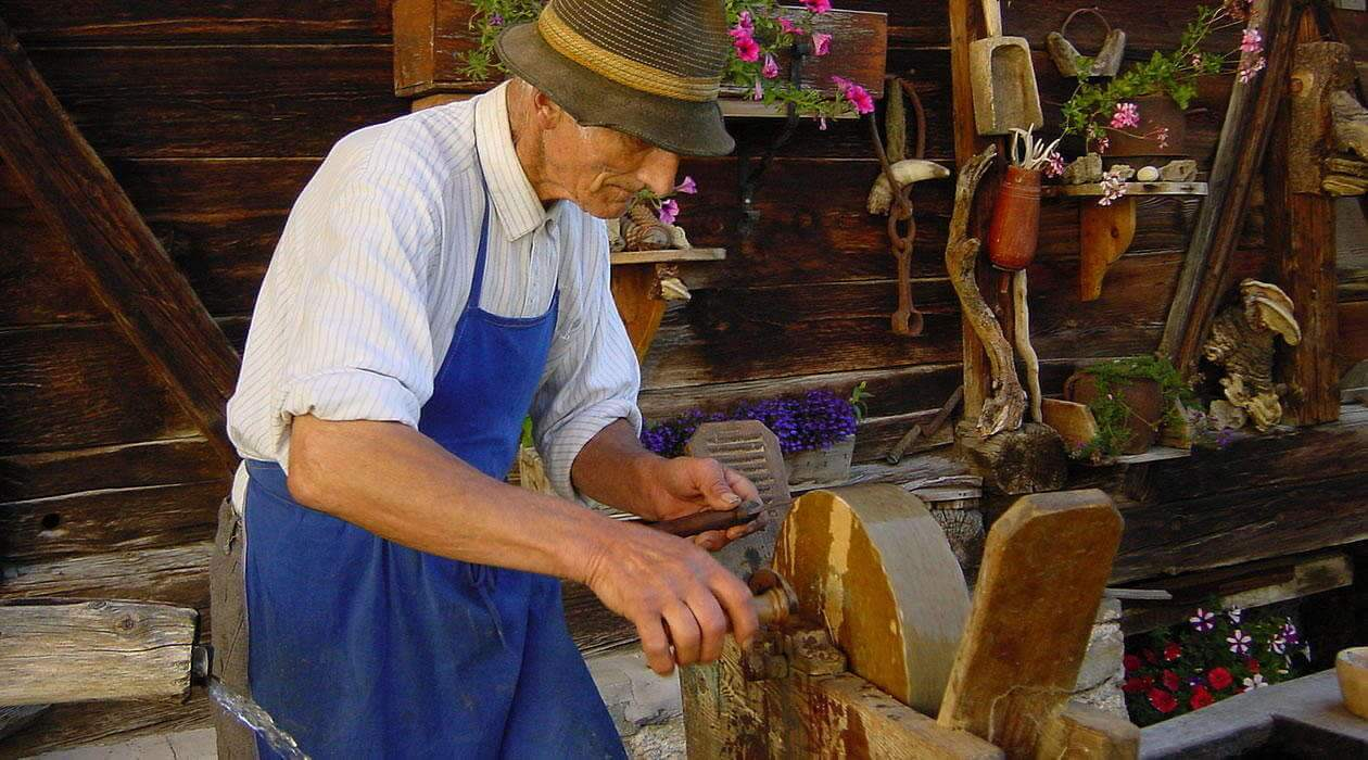 Crafts farmers in Val Badia